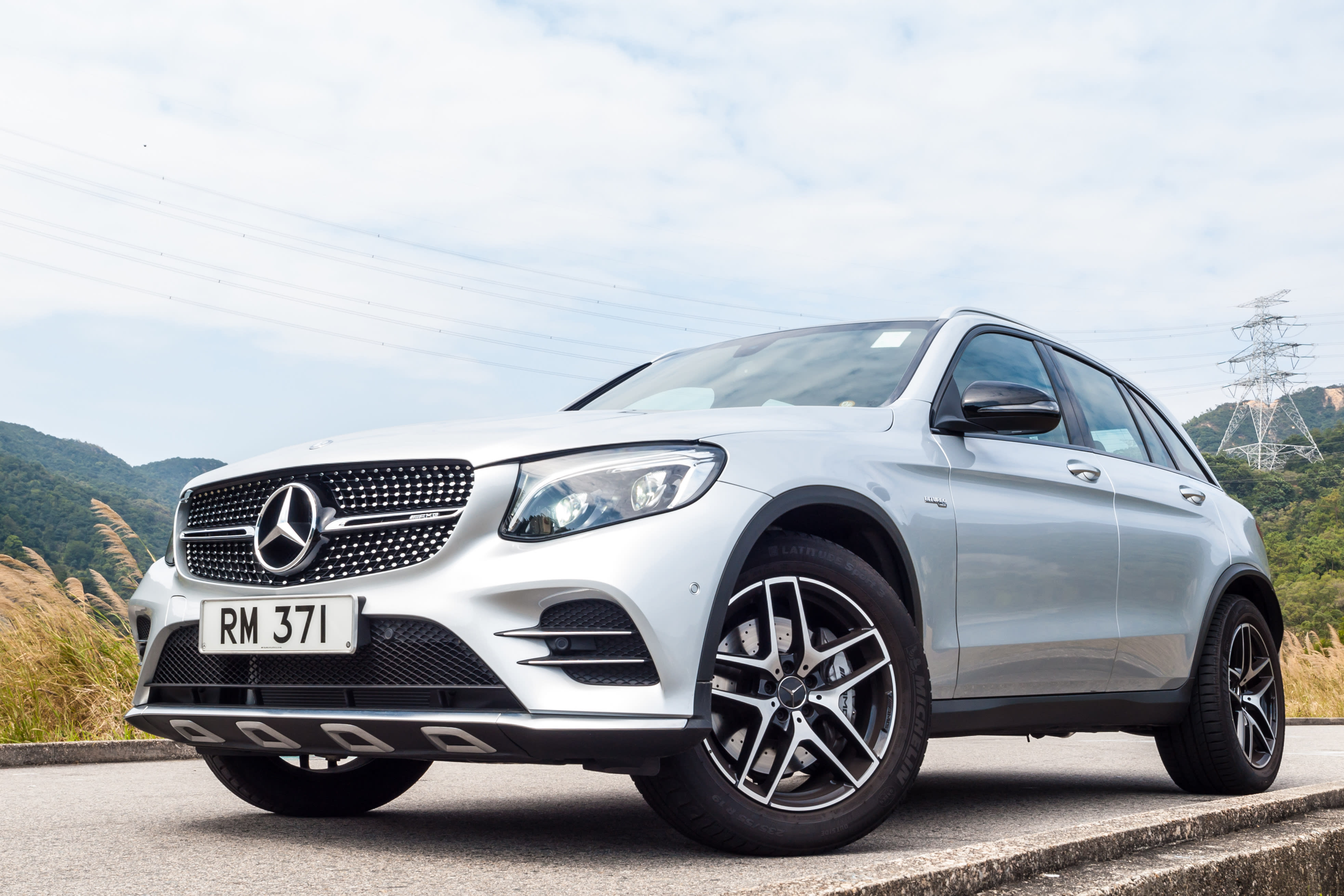 2017 White Mercedes Benz AMG GLC 43 Luxury SUV Equipped with Luxury Tires